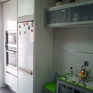 muebles de cocina blanco gola inox