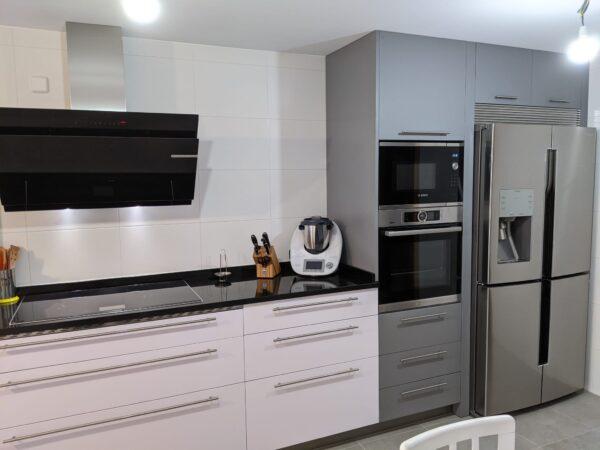 cocina fenix titanio y blanco